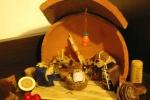 La lampada è di filo dorato e perline di legno di quelle per far le collanine
