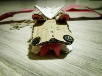giocattolo fai da te: drago meccanico cartone spago e cannucce