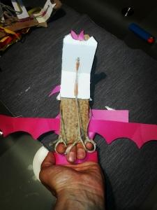 giocattolo fai da te: drago meccani meccanico cartone spago e cannucce